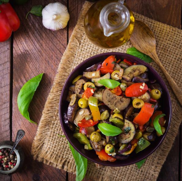 Caponata z boczniakami, orzechami laskowymi i kaparowym sosem